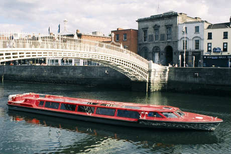 sightseeing cruise on river liffey